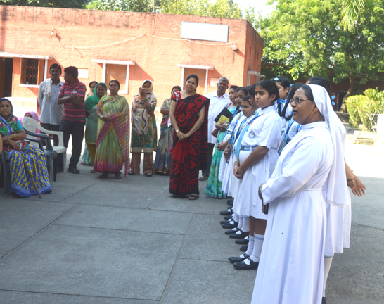 Heartians visit Khusht Ashram for St. Francis Day celebrations...